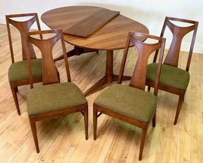 Kent Coffey table and chairs