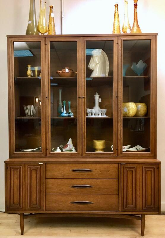 Broyhill Sculptra China Curio Cabinet Hutch Vintage Mid Century Modern Mcm Mcm Credenzas Buffets Bars For Sale Sweet Modern Akron Oh