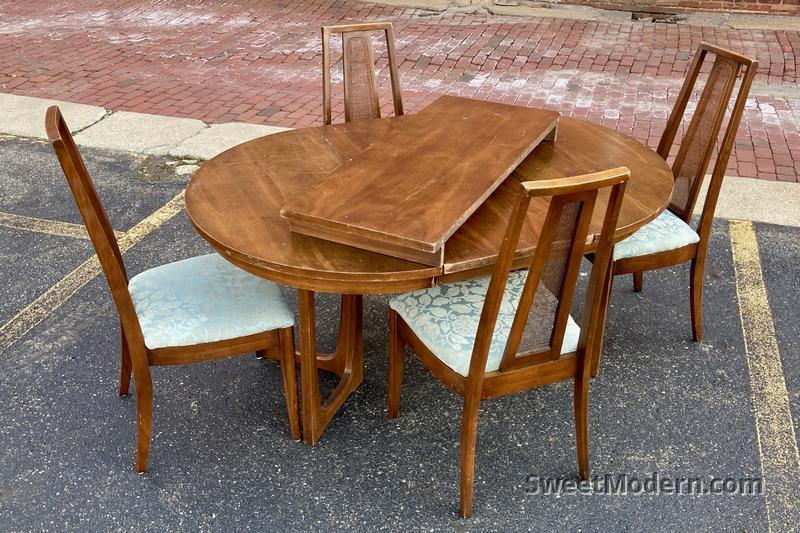 Broyhill Emphasis Dining Set W Round Table 4 Chairs Midcentury Modern Dining Room Sets Sweet Modern Akron Oh